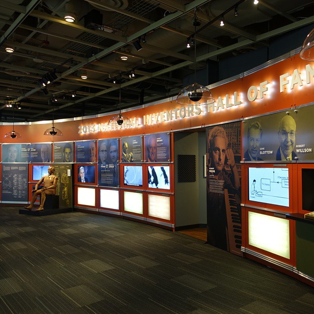 National_Inventors_Hall_of_Fame_and_Museum_-_1,_USPTO_building_in_Alexandria,_Virginia,_2014-09-24
