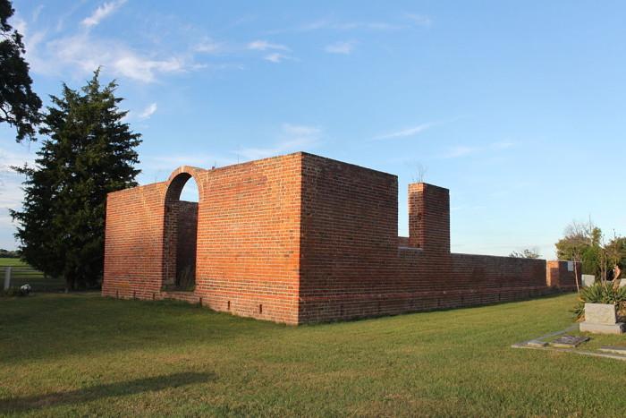 Old_Brick_Church_(Bacon's_Castle,_Virginia)_2014 (1)