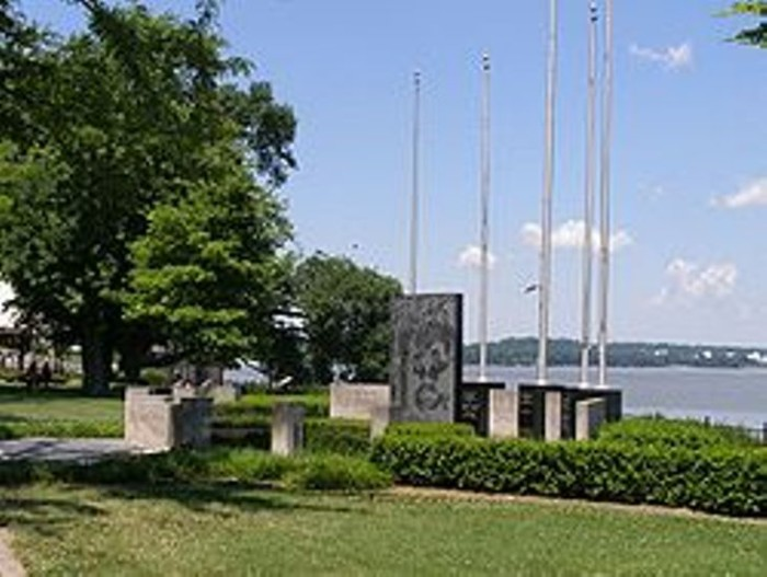 6. Owensboro is situated along the banks of Ohio River south. This large version of a small town has really started booming the past few decades with industrial and medical technology. However, it still maintains its original charm.