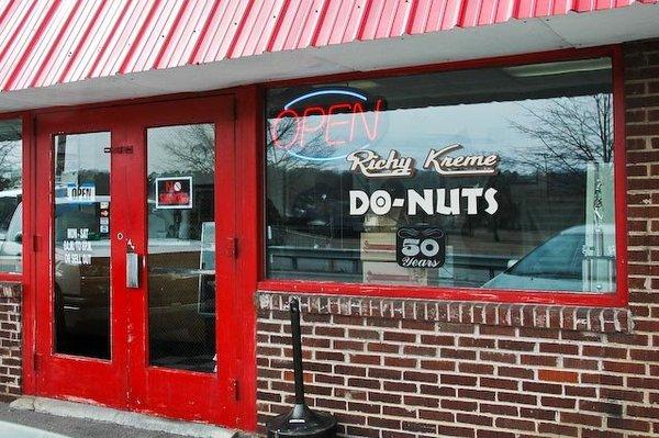 2) Richy Kreme Donuts - Maryville