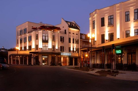 2) River Inn of Harbor Town - Memphis