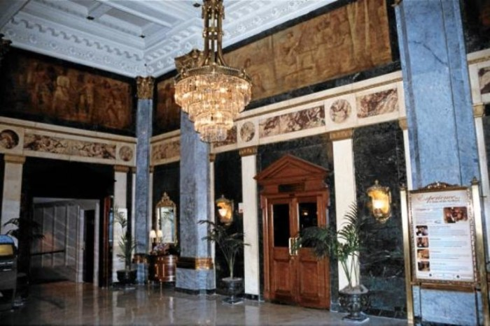 6. Originally built in 1903, The Seelbach Hilton is one of Louisville's most luxurious hotels. It is also one of the most haunted. Guests and employees often find televisions turning on and blaring out at 4 am. Footsteps can also be heard running across wooden floors, when no one is there.