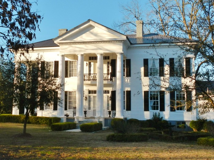 10 oldest surviving plantation homes in alabama for Home builders in north alabama