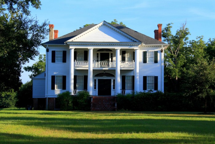 10 oldest surviving plantation homes in alabama for Home builders alabama