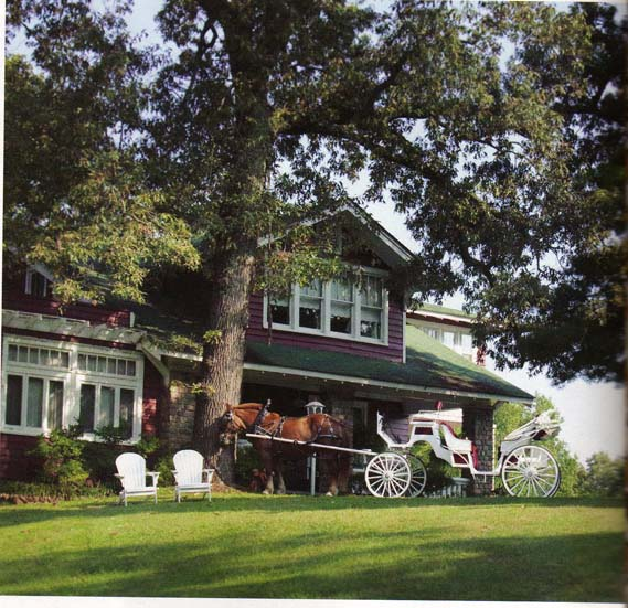 """8. Alda's Magnolia Hill: Described as """"Southern glamorous"""", this breathtaking Little Rock location provides a fairytale setting for a blissful wedding day."""