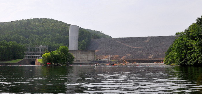 19. Blakely Dam: This wonderful swimming spot on Lake Ouachita is located ten miles northwest of Hot Springs.