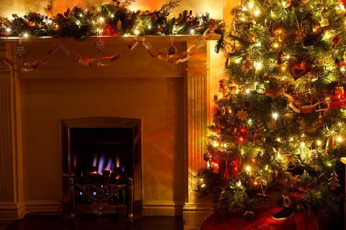 11) In 1836, Alabama was the first state in the U.S. to declare Christmas a legal holiday. Because of Alabama, federal workers were able to enjoy Christmas Day with their families, while still getting paid.