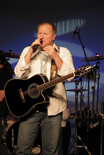 2. Collin Raye: This country hit singer hails from DeQueen, Arkansas, and made his debut in the country music world with 1991's number one hit ballad Love, Me.