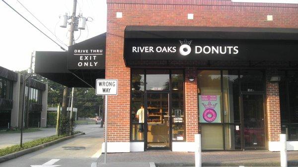 4) River Oaks Donuts - Houston