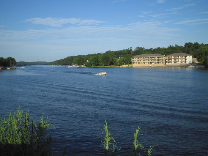 12. Lake Hamilton:  This popular Arkansas summer destination is located on the Ouachita River, close to the nearby towns of Hot Springs and Lake Hamilton, Arkansas.