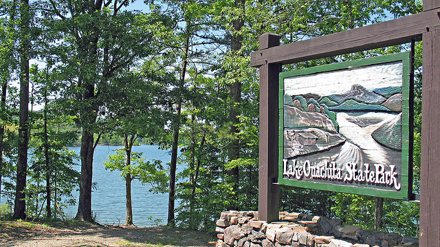 16. Lake Ouachita State Park: Surrounded by the Ouachita National Forest, Lake Ouachita is known for its scenic natural beauty and the clarity of its waters. These pristine waters form the largest manmade lake within Arkansas's borders.