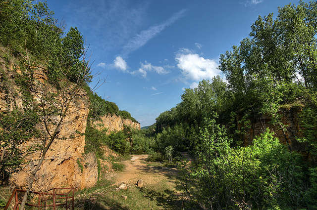 6. Mines of Spain State Recreation Area: The Mines of Spain in Dubuque is a perfect spot for hikers, with over 21 miles of trails. During winter, the area even opens up for cross-country skiers.