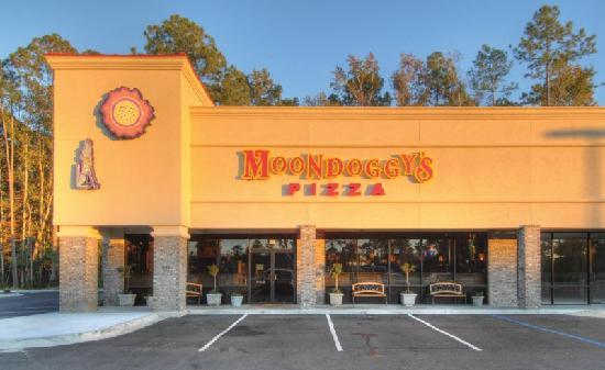 Moondoggy's Pizza & Italian Restaurant , 36 Canal Road, Glynco Pkwy, GA 31525