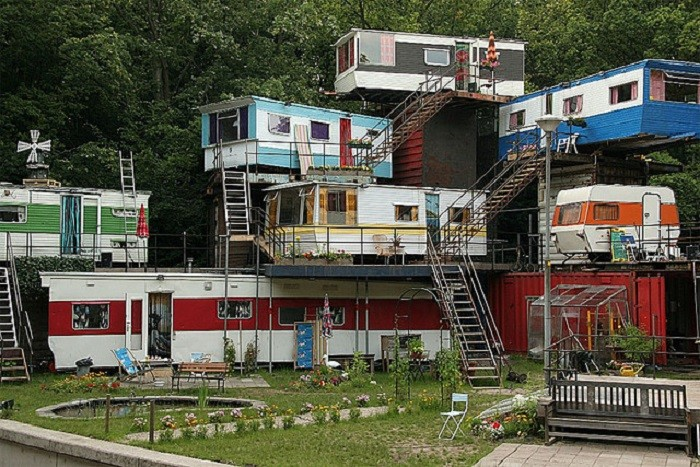 1. This redneck mansion totally screams redneck luxury, doesn't it?