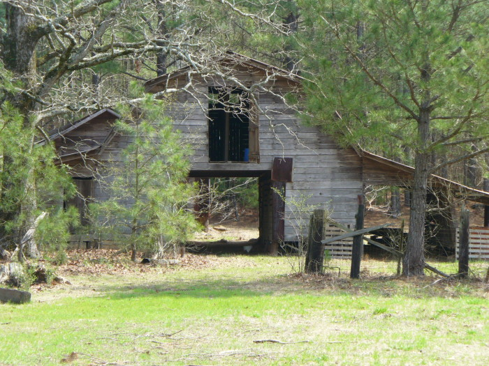 10. This old abandoned farm seems like the perfect place for peace and quiet.