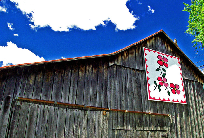 15) Quilt barn along U.S. 23 in Piketon (Pike County)