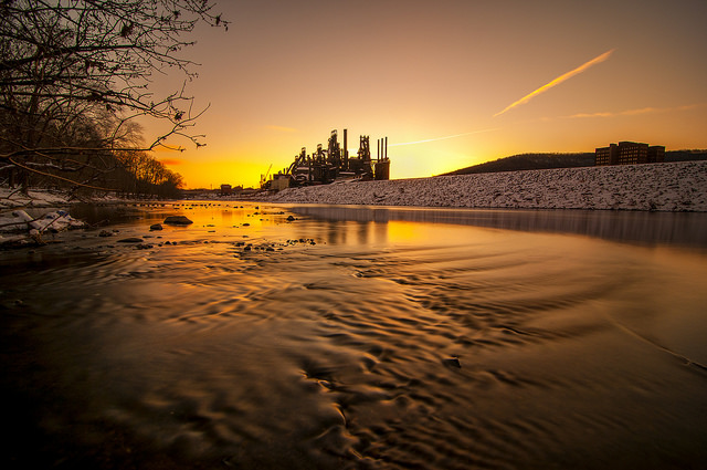 17. This unbelievable shot of the Bethlehem Steel Factory that looks like it's dripping in gold.