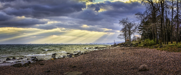 6 The sun's rays bursting over Duluth look unbelievably pretty.