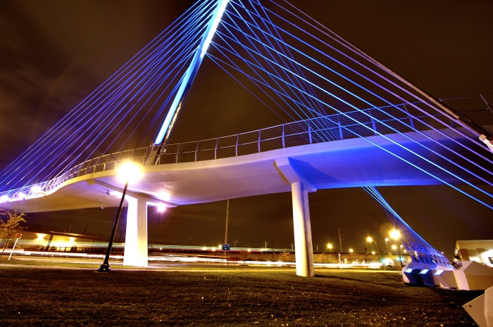 5. Sabo Bridge looks awesome at night.