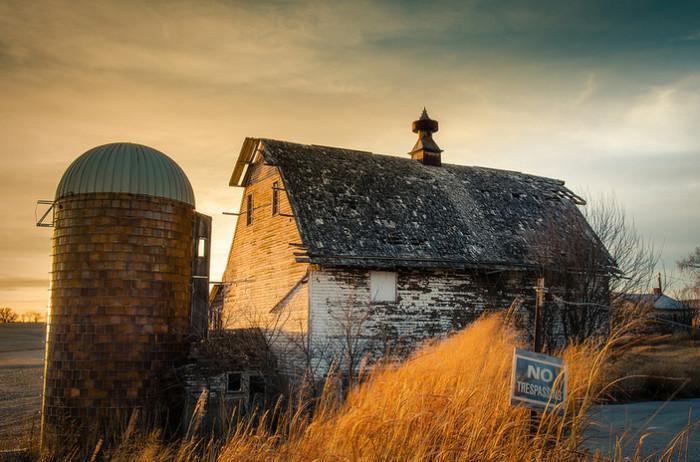 17. A Gorgeous Abandoned Barn Near Springfield