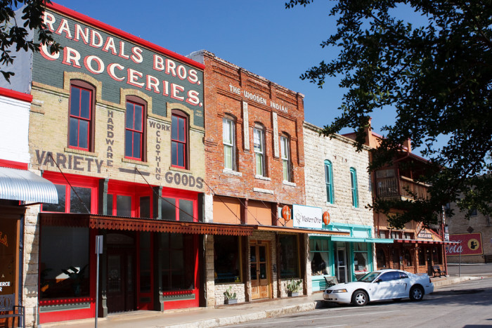 4) Plenty of quaint, safe small towns to live, shop, eat, and meet friendly people.