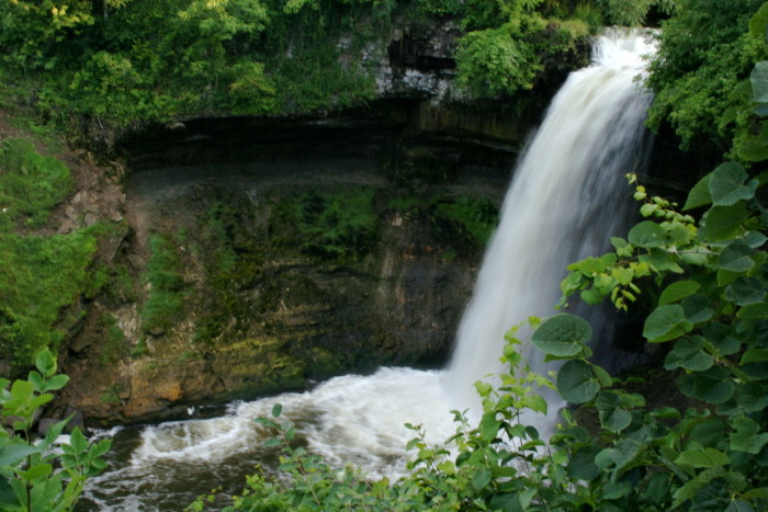 "7. Henry Wadsworth Longfellow based his famous poem, ""The Song of Hiawatha,"" on Minnehaha Falls even though he never saw them."