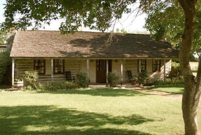3) Settler's Crossing Bed and Breakfast (Fredericksburg)