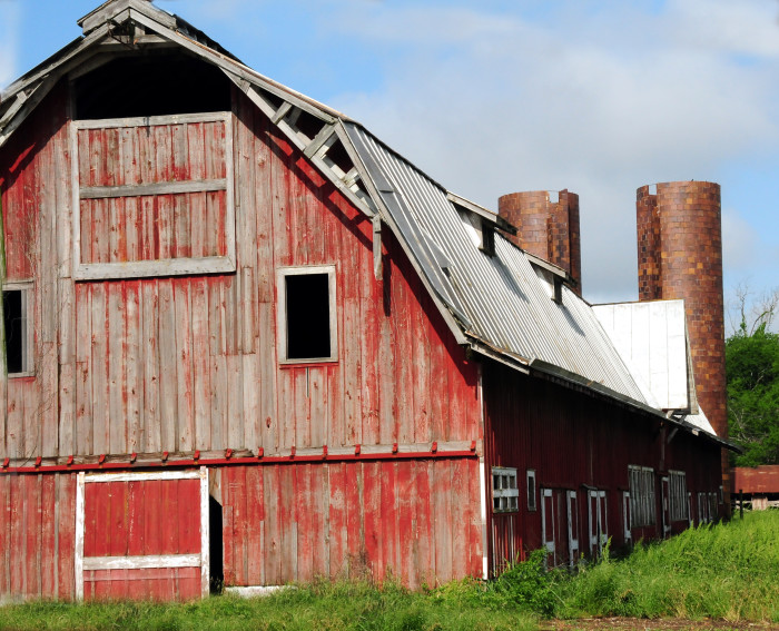 2. This quintessential red barn is located in Rolling Fork.