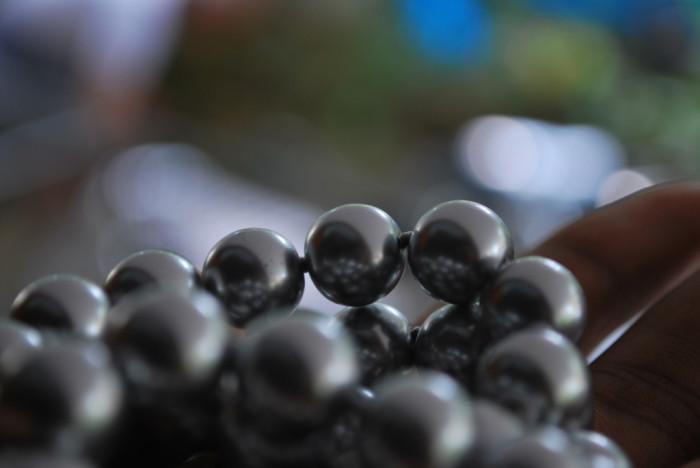 8. A bride always wears pearls on her wedding day