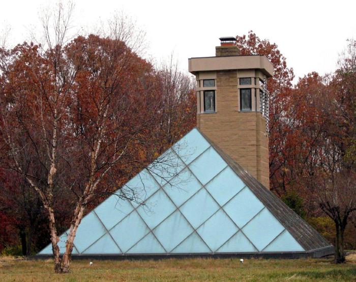4) Pyramid Hill Sculpture Park House (Hamilton)