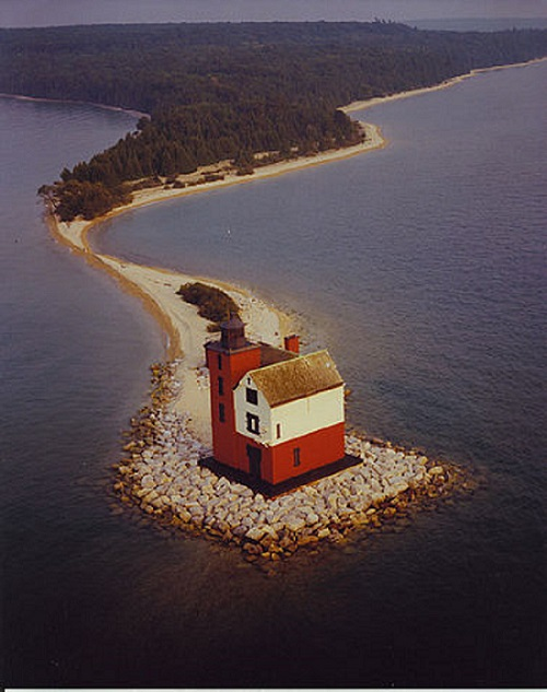 2) Michigan has more lighthouses and navigational lights -  116 to be exact - than any other state in the country.
