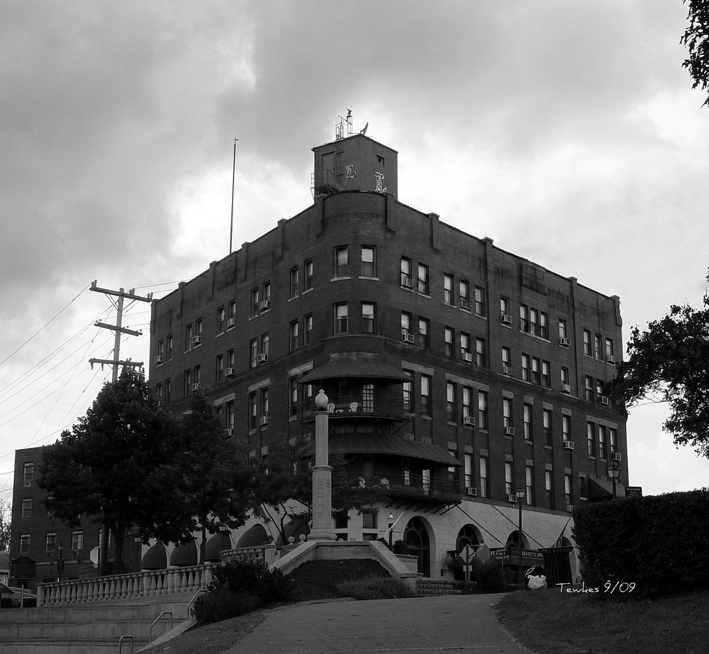 Haunted hotels in ohio for Pennsylvania hotel new york haunted