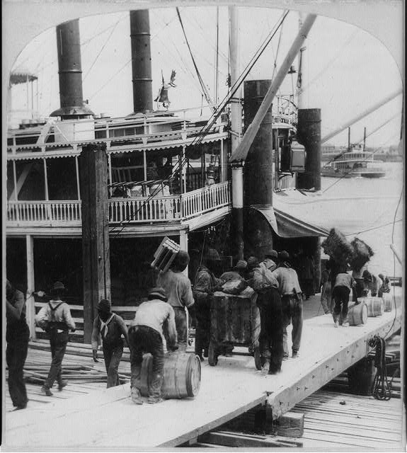 4) Loading a Mississippi Steamer, 1901