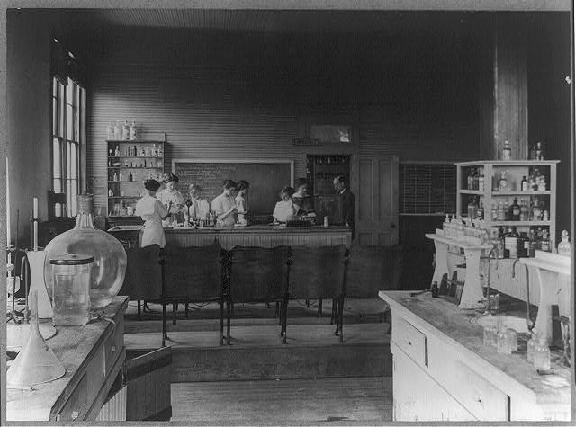 7) Women in the Biological Laboratory, circa 1910-20