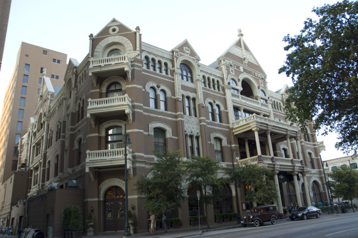 13 Of The Most Haunted Hotels In Texas