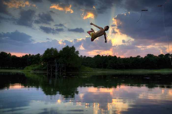 17) An amazing action shot captured at a pond in New Ulm.