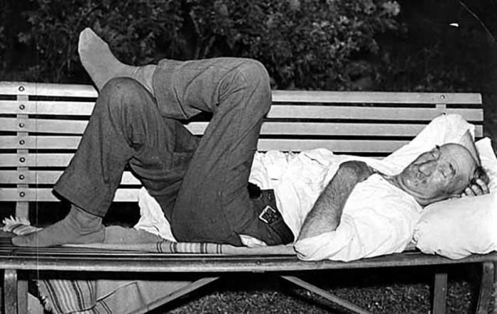 4. 1936 People sleep outdoors during a heat wave.