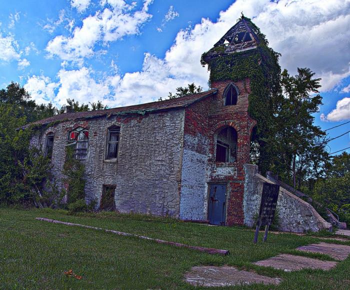 10 Beautiful Kansas Churches