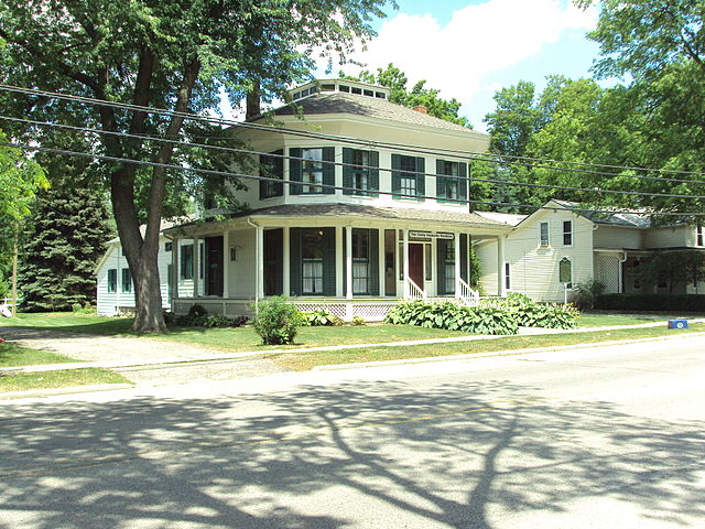 6) Currier House, Almont