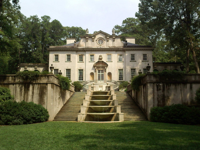 """1) Swan House in """"The Hunger Games"""""""