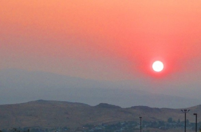 6. This is such a CAPTIVATING sunrise overlooking the city of Sparks!