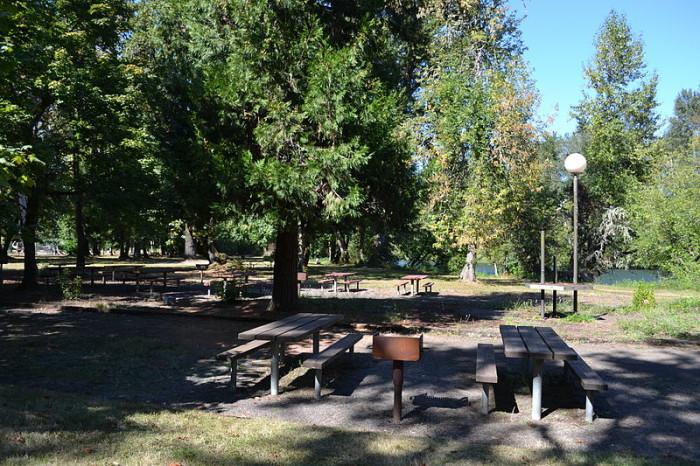 800px-Jasper_State_Park_(Jasper,_Oregon)