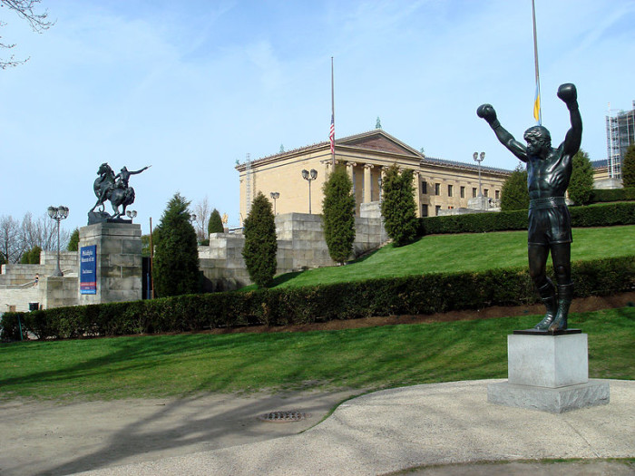 800px-Philly042107-014-RockyStatue
