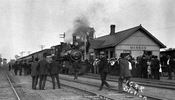 8. Men in suits running to catch the train in Manson, 1908.