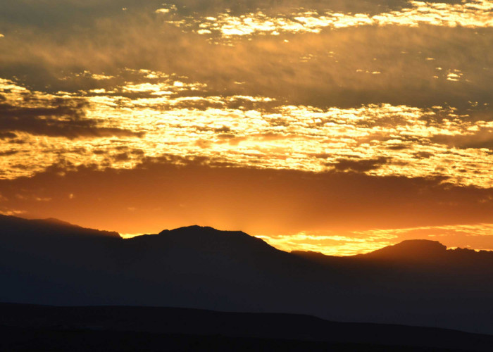 4. This golden sunrise overlooking Elko is one of the MOST BEAUTIFUL sunrises I've ever seen! Absolutely BREATHTAKING!!!