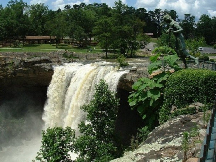 4. Noccalula Falls