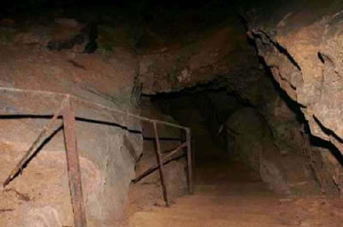 6. Manitou Cave - Fort Payne, AL
