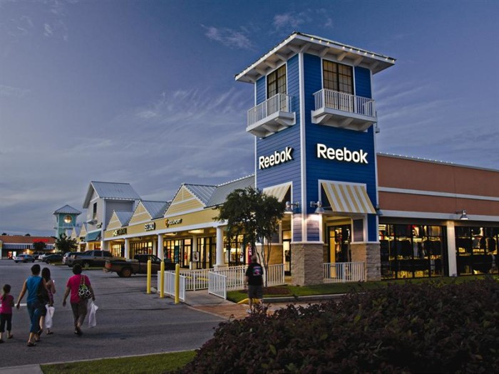 Description. Located at Exit along the I corridor between Birmingham and Atlanta in Leeds, AL, The Outlet Shops of Grand River is a distinctive outlet destination, featuring more than 67 brand name stores.