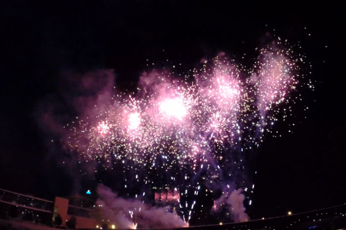 19) Amway Family Fireworks