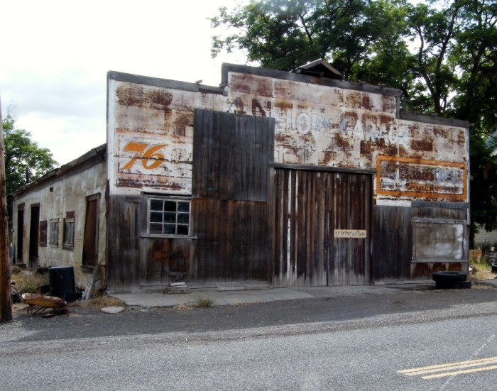 Visit These 10 Creepy Ghost Towns In Oregon At Your Own Risk